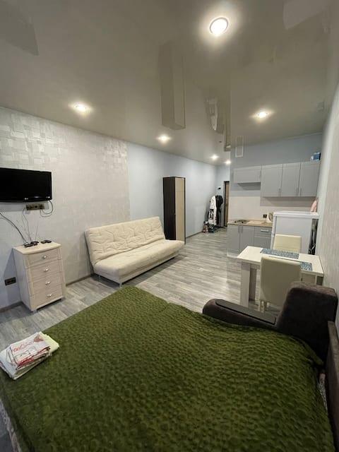 Квартира студия для гостей города Волжского