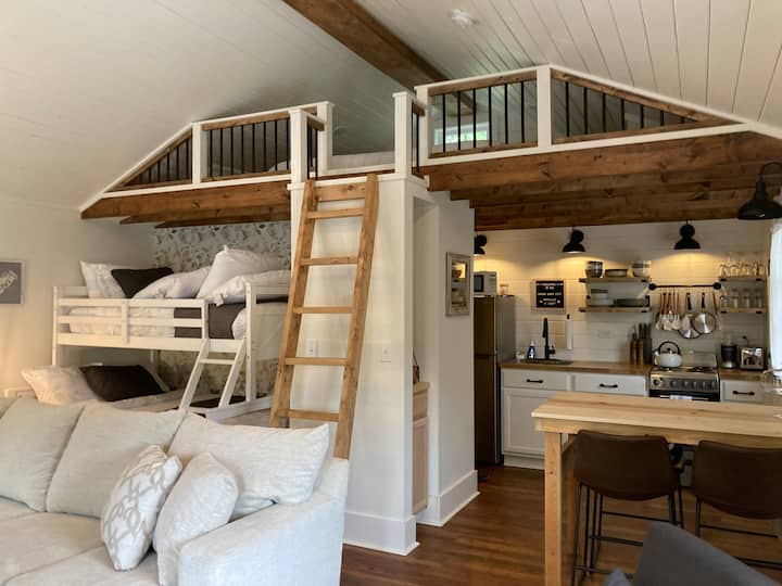 "The Urban Barn Loft ""Tiny House"" - Sleeps 5-7"