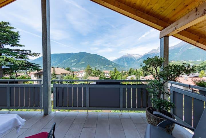 Romantische Panorama Wohnung mit Wintergarten