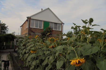 Новочеркасск, дача 160 м² на участке 14 соток - Novocherkassk - Dům