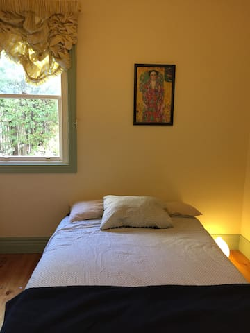 Room in beautiful, quiet Flemington House - Flemington