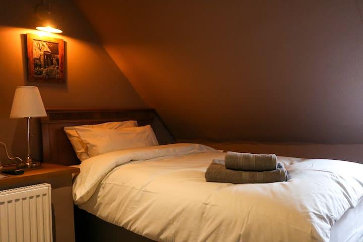 The Hollybush Inn - Single Room