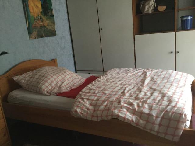 Kleines, ruhiges Zimmer mit Balkon - Pforzheim