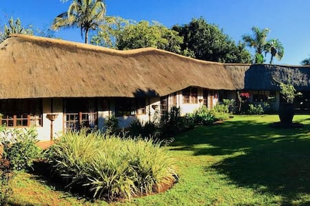 Country Rose Self Catering Guest Lodge (Deluxe)