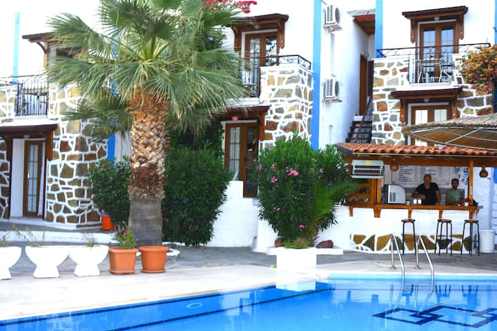 Apartment with Swimming Pool and Sea View 502