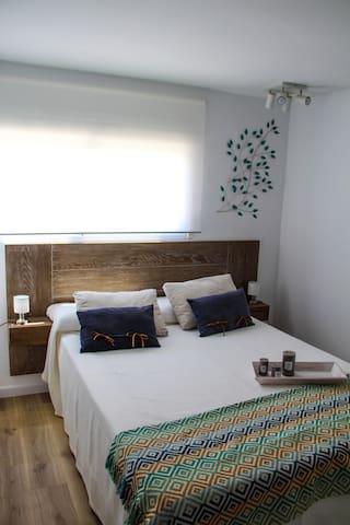 Dormitorio de matrimonio cama XL