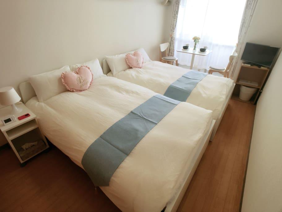 可以合并成一张宽240的大床
