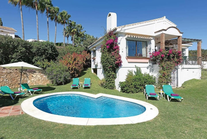 Attractive villa with great views, gardens & pool