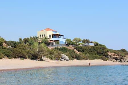 Paraktio Beach  Studios