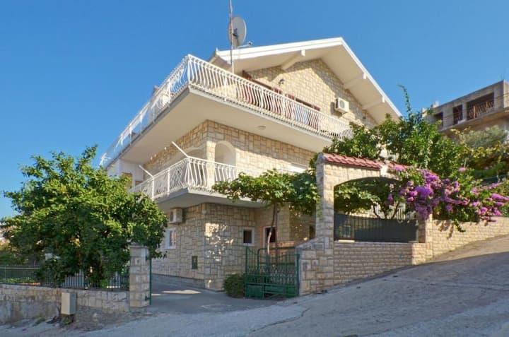 Apartment Jakov - close to the sea & free parking space: A1 veliki (6) Mastrinka, Island Ciovo