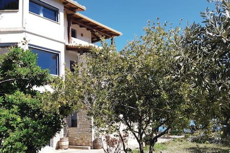 Holiday apartment with 4 bedrooms on 118m² in Glyfa