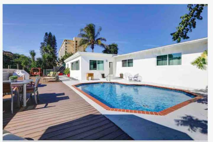 Wilton Manors Hide-A-Way with Pool on Water - Five