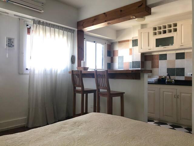 Cocina con  barra desayunadora