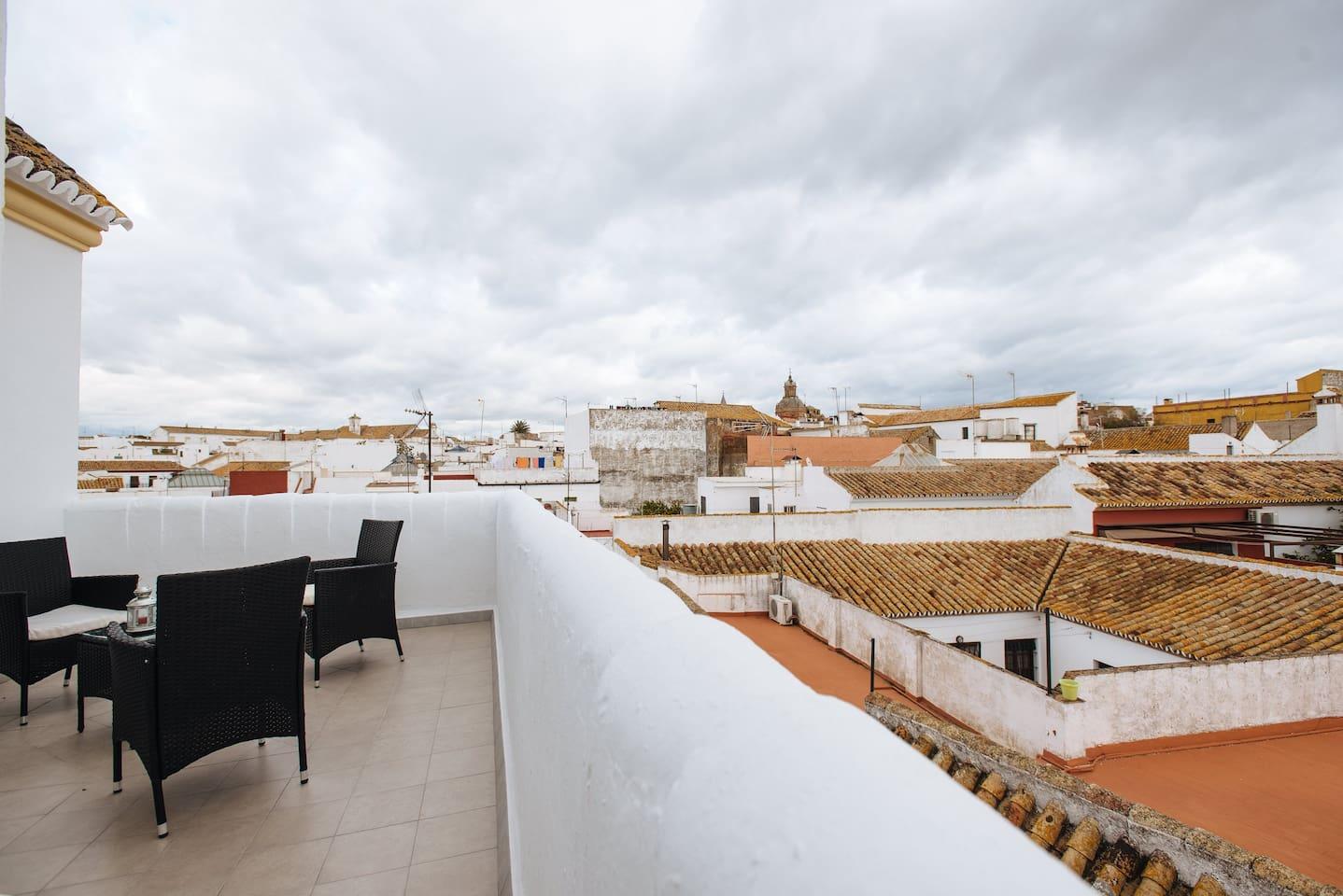 Terraza donde poder disfrutar de las extraordinarias vistas del casco antiguo de carmona