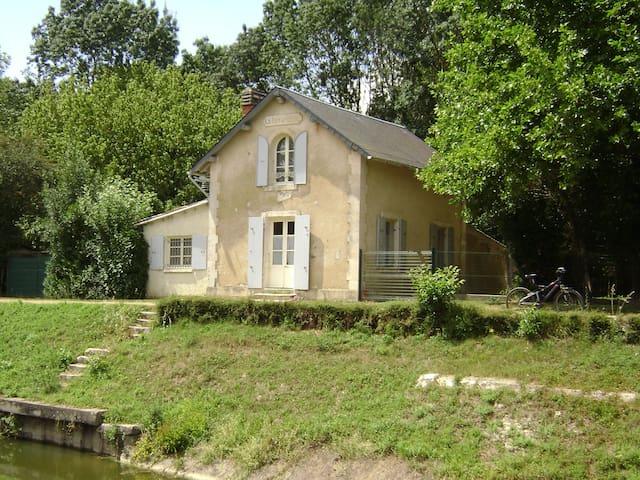 maison éclusiére de la Tiffardiére - Niort - House