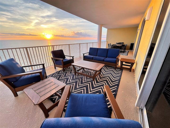Remodeled luxury beachfront paradise - New owners