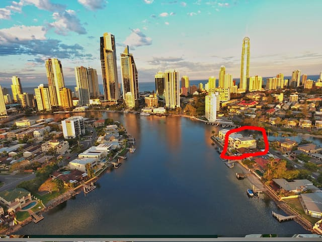 $2m waterfront Villa - ensuite room - Surfers Paradise - Hus
