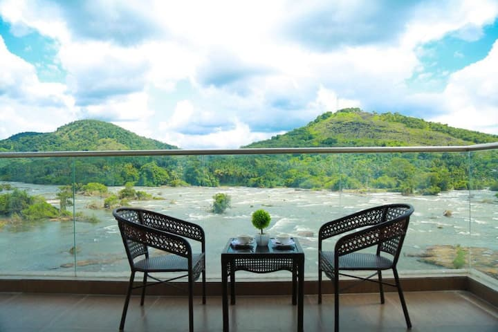 Work from WaterFalls| Escape to Nature| Private Room near Athirapally Waterfall