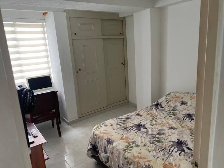 Habitación privada y confortable con baño en Cali