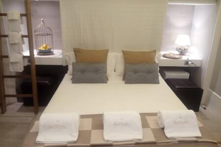 Elegante e accogliente camera in panoramica villa - Termini Imerese
