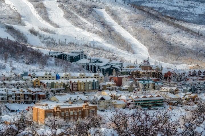 Modern & Bright - Walk to Ski Base & Main Street!