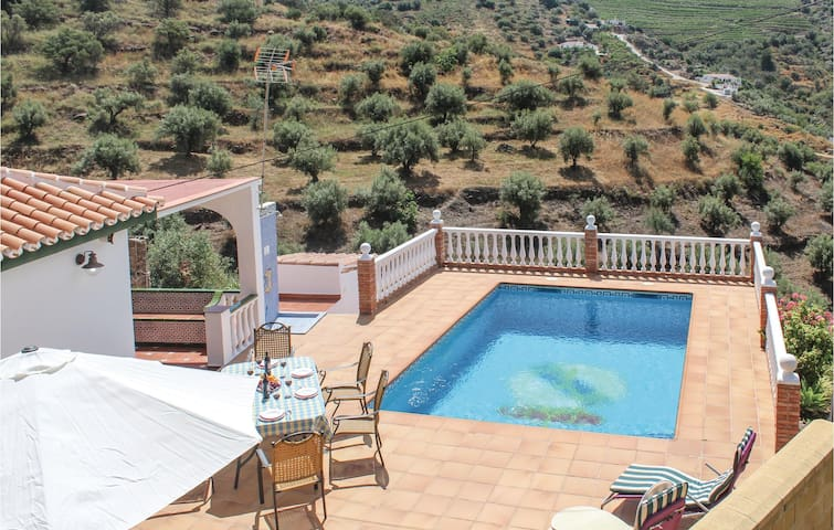 Holiday cottage with 3 bedrooms on 77m² in Torrox Costa
