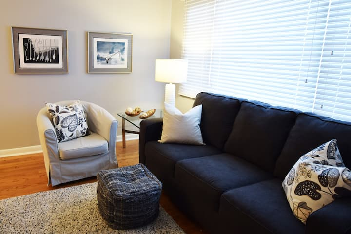 Lil' Grove Home -- Comfy & Modern 2BR in The Grove