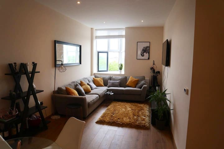 Beautiful Large Double Room close to London