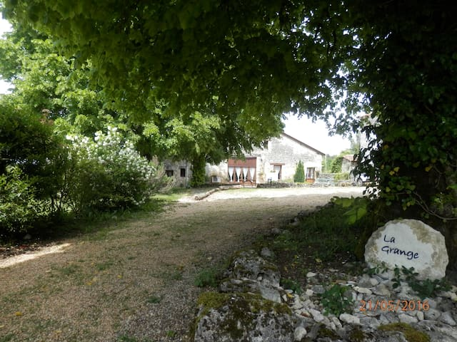 La Grange gite:hamlet location private garden pool - Mareuil - House