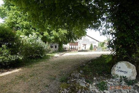 La Grange gite:hamlet location private garden pool - Mareuil - 独立屋