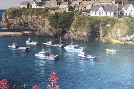Port Isaac Dog Friendly Apartment w/Sea Views