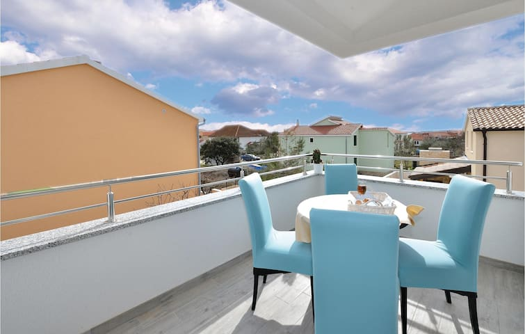 Holiday apartment with 2 bedrooms on 63m² in Vrsi-Mulo