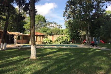Sítio lindo, 30 km de SP, Próx Rota Vinhos S Roque - Vargem Grande Paulista - Zomerhuis/Cottage