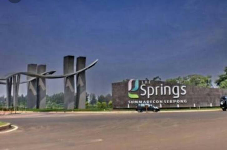 Charming Modern Living, Lake view.. - The Springs, Gading Serpong - บ้าน