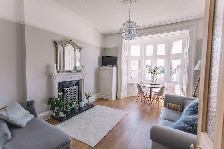 Elegant Victorian apartment near Lancaster