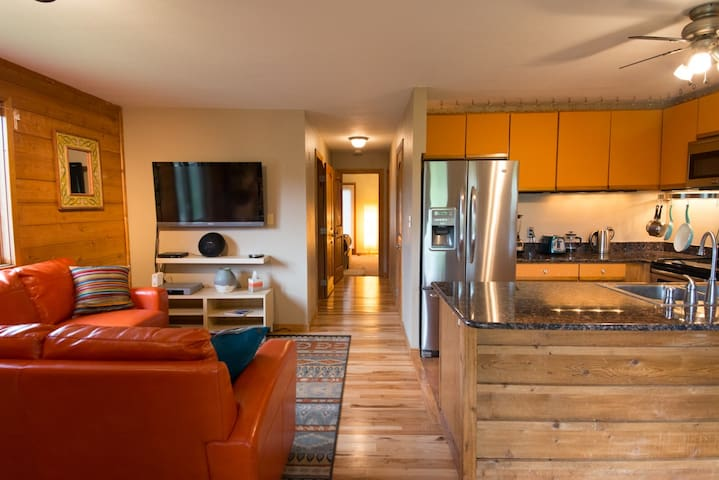 Cozy Condo in Central Evergreen - Evergreen - Huoneisto