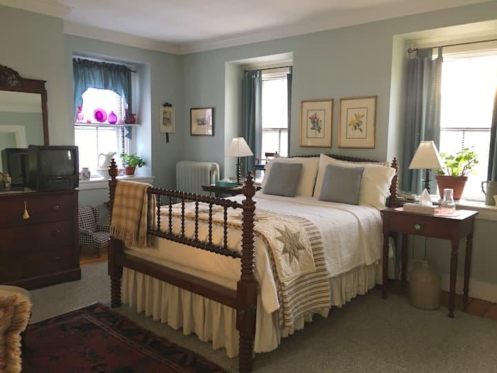Essex Suite in S. Boston Historic Home w/Breakfast