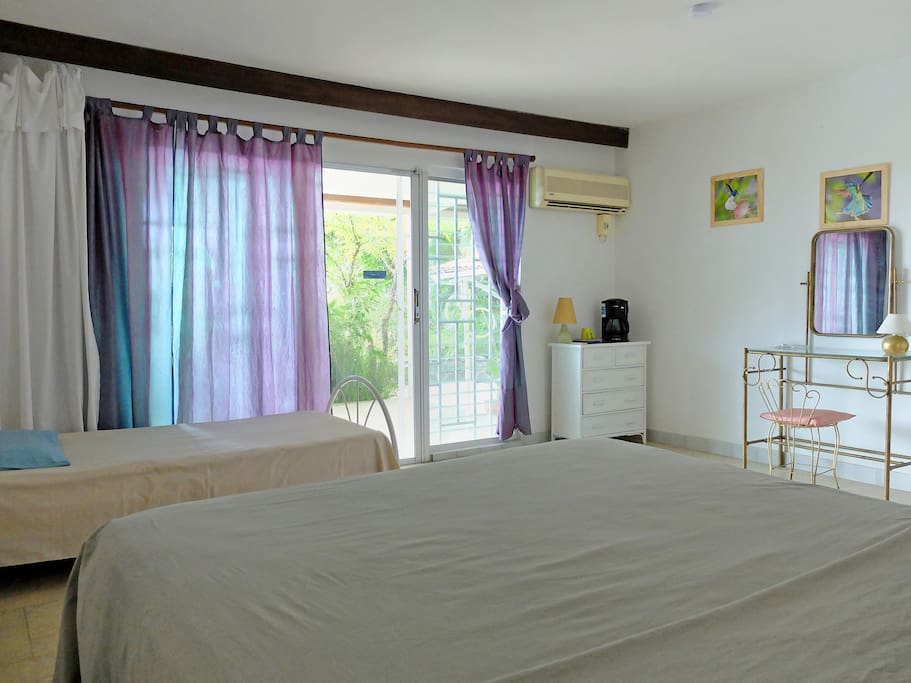 Cool, comfortable, quiet room with private entrance and terrace facing the sea