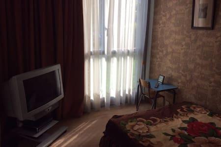 Chambre équipée dans un F4 Métro 13 - Pierrefitte-sur-Seine