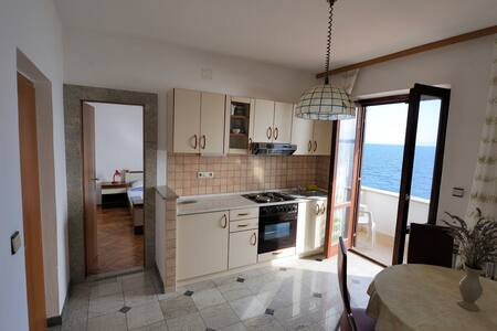 Apartment no.3  with balcony and sea view - Zavala