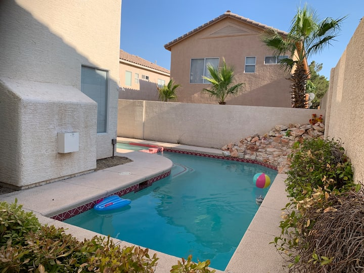 Cozy house &private pool/near strip/airport