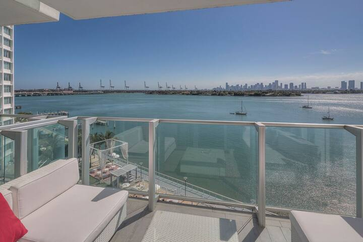 AMAZING 2 BEDROOM BAYVIEW at 1100 West