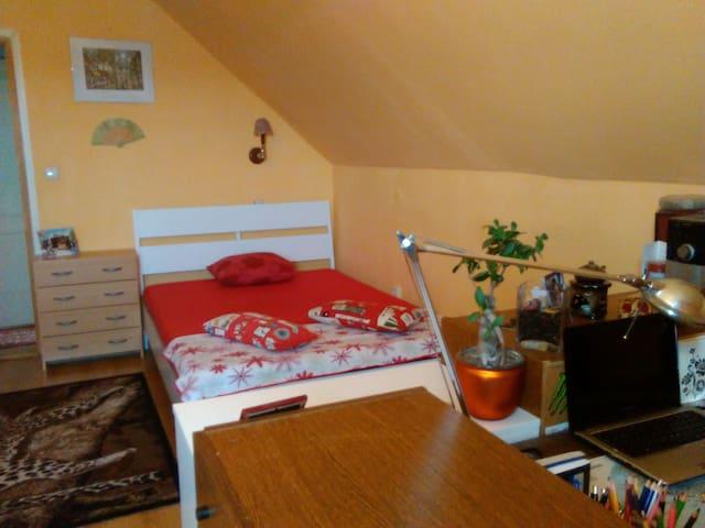Otthonos privát szoba vár Gödöllőn - Gödöllő - Haus
