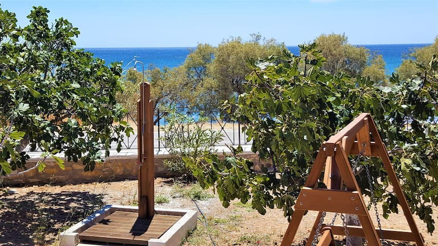 Flora's Beach House in Syros