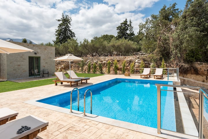 Modern Stone Villa Pines, Heated Pool and Garden!