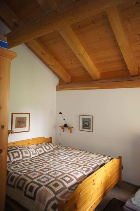 Schlafzimmer / Room 1