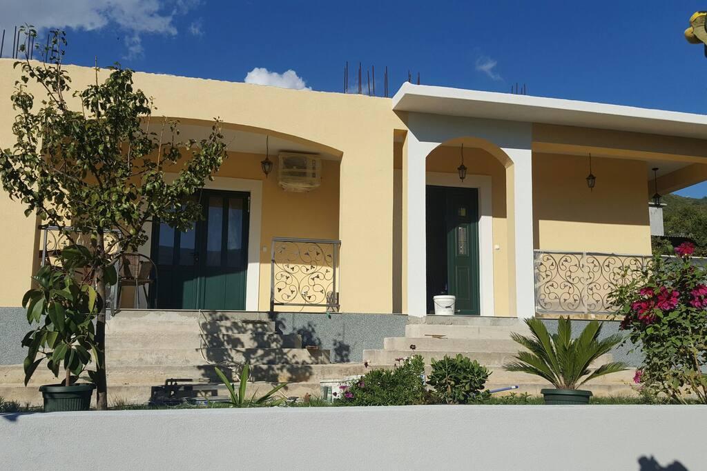 apartment gloria kumbor parking maisons louer kumbor 76 herceg novi mont n gro. Black Bedroom Furniture Sets. Home Design Ideas