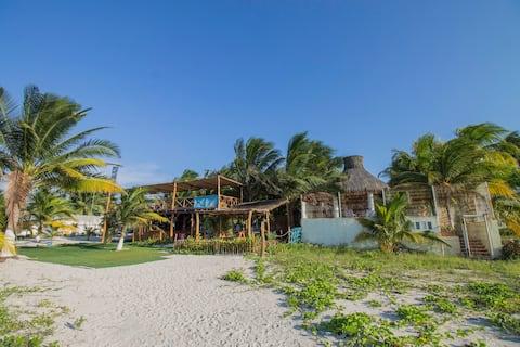 CASA NAAY - BEACH HOUSE with pool frente al mar !
