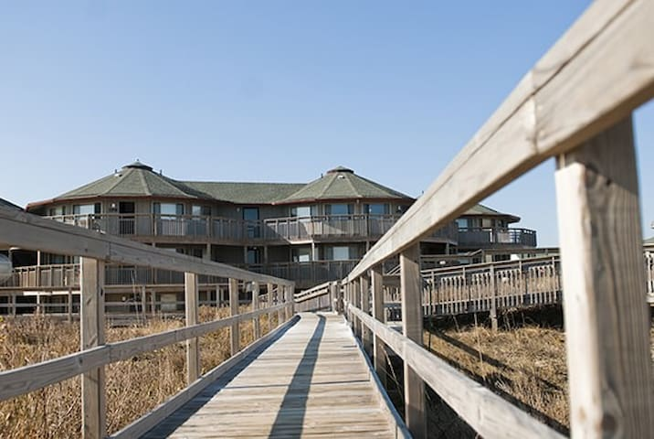 OUTER BANKS BEACH CLUB**1 BED/1 BATH**SLEEPS 4