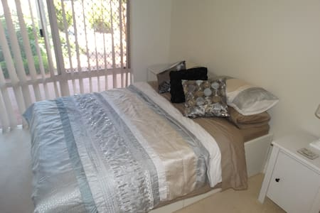 Comfortable ground floor double room near coast - Innaloo